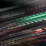 Vettel marca el ritmo con la defensa de Ferrari